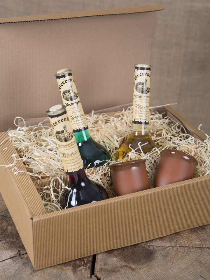 Geschenkbox mit 3 Elixierflaschen und zwei Tonbechern 3