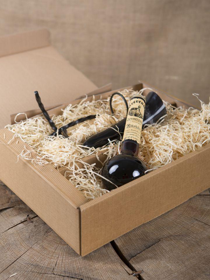 Geschenkbox mit Gewürzwein, Trinkhorn und Ständer 3