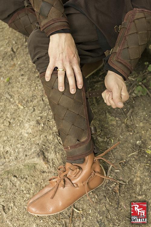 Wikinger-Beinschienen aus Leder braun 3
