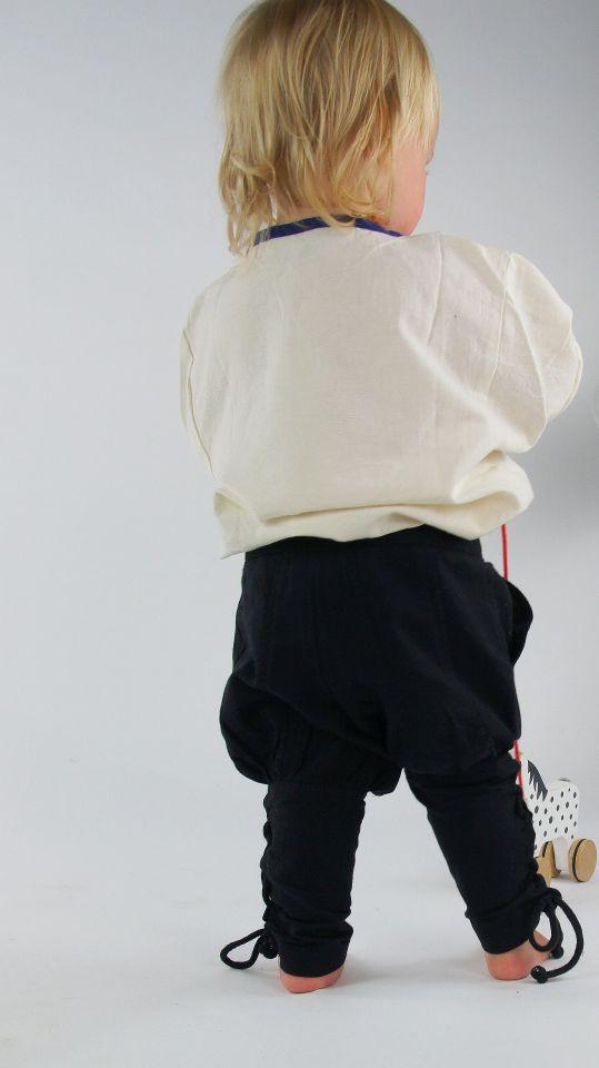 Kinderhose mit Beinschnürung schwarz 3
