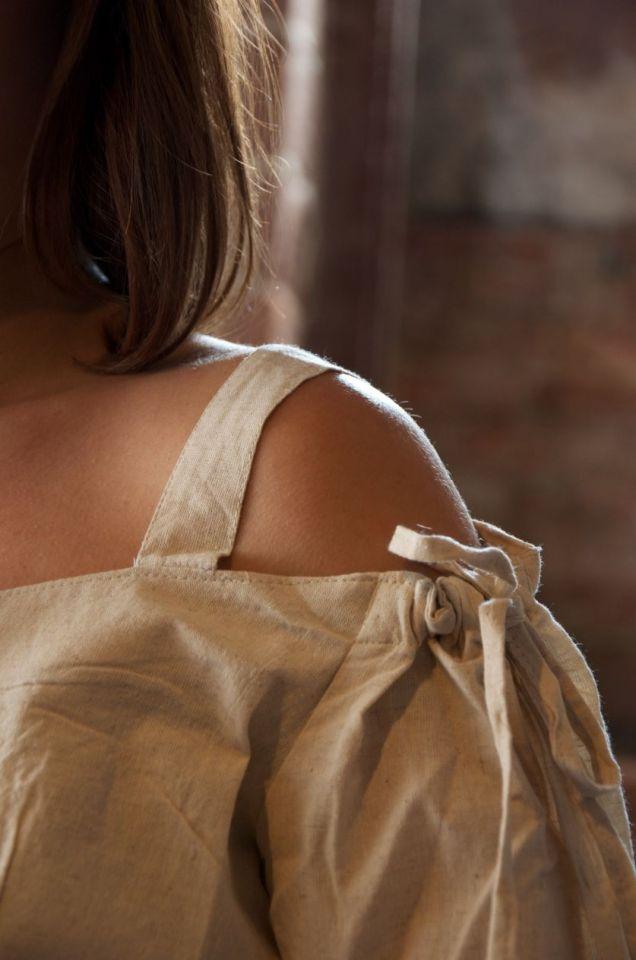 Bluse mit verstellbaren Trägern, natur M 4