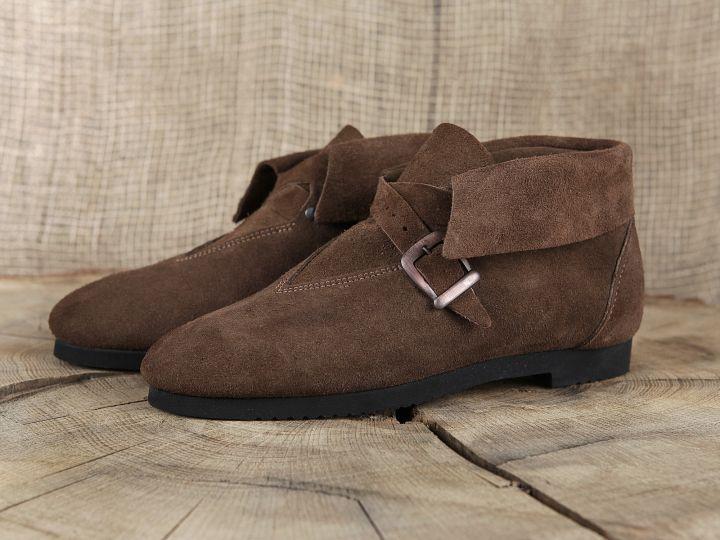 Historische Schuhe mit Schnalle 4