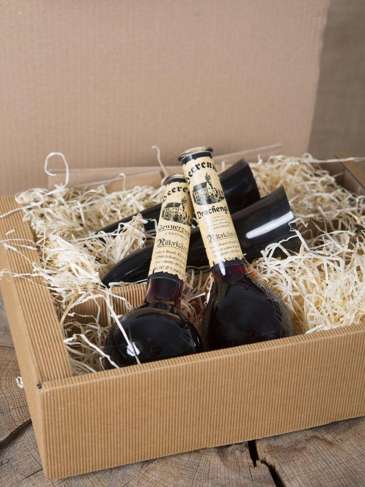 Geschenkbox mit Gewürzwein, Drachenglut und zwei Trinkhörnern 4