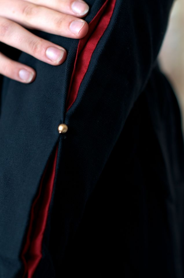 Mittelalterkleid aus Baumwolle schwarz-rot 5