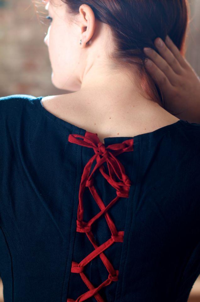 Mittelalterkleid aus Baumwolle schwarz-rot 6
