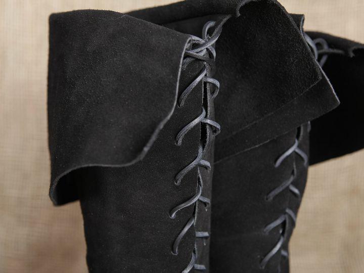 Stiefel mit Stulpe aus Wildleder 6