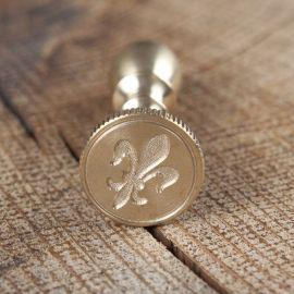 Kleines Siegel aus Messing Blatt mit Feder