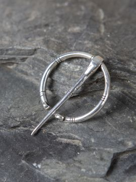 Verzierte Silberfibel