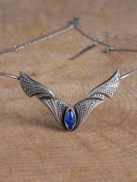 Edle Tiara mit blauem Stein