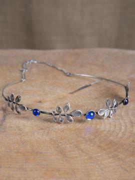 Diadem mit Zweigen und blauen Schmucksteinen