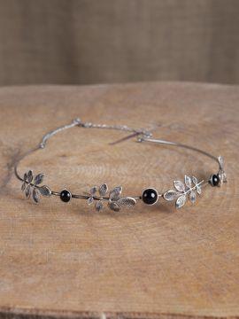 Diadem mit Zweigen und schwarzen Schmucksteinen